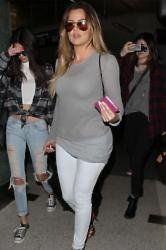 Khloe Kardashian House Hunts With Rapper #khloekardashianhouse Khloe Kardashian #khloekardashianhouse