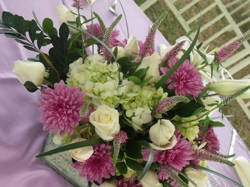centros de mesa para boda flores lilas y blancas buscar con google