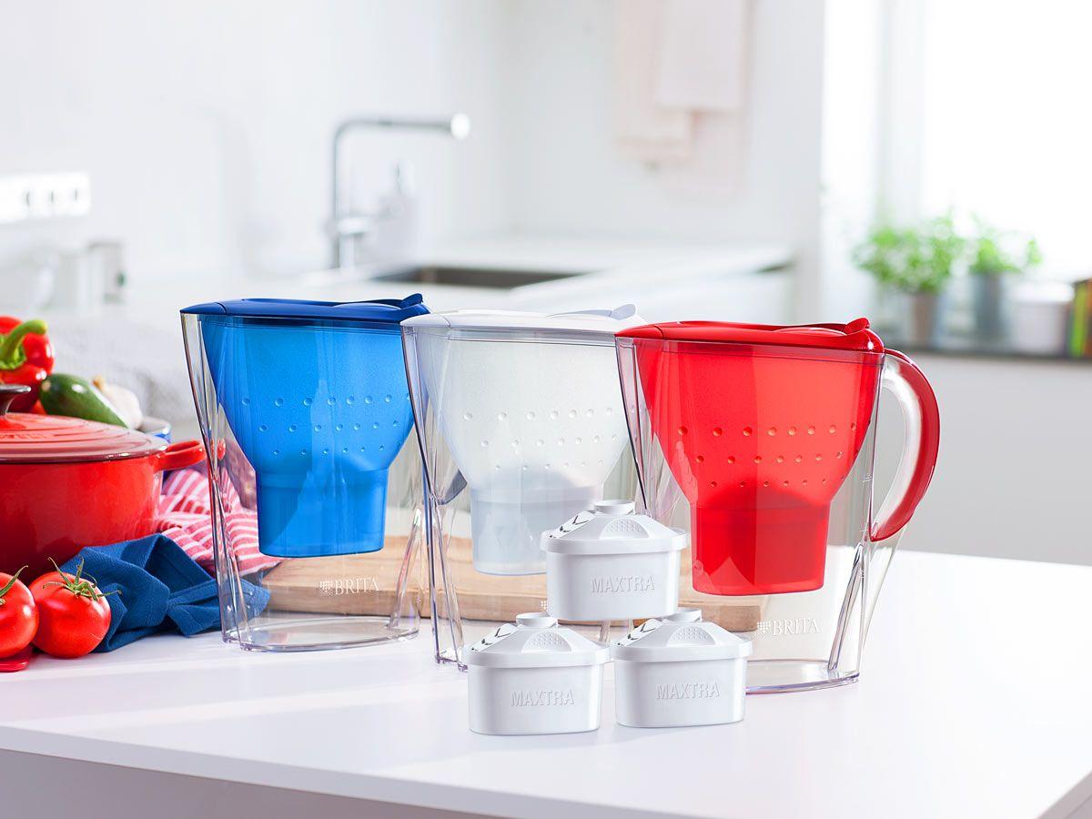 Vive la France: der BRITA Marella Tischwasserfilter in Blau, Weiß und Rot.