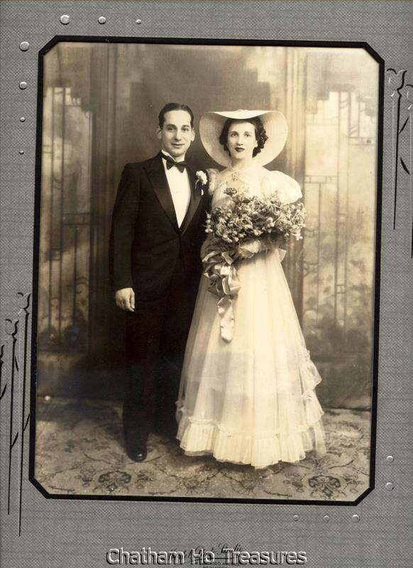 Vintage 1930s Wedding photo lady w large hat attendant ...