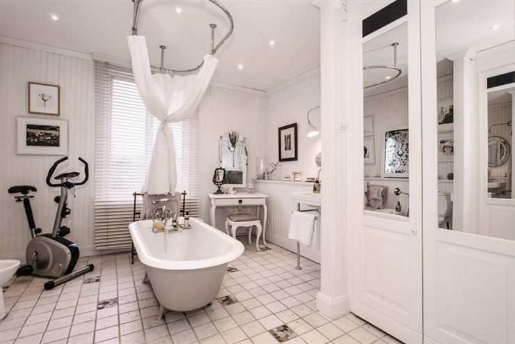 bathroom ensuite by the master bedroom. With closets.