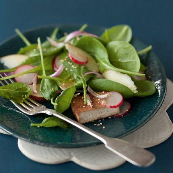 Spinatsalat mit mariniertem Tofu