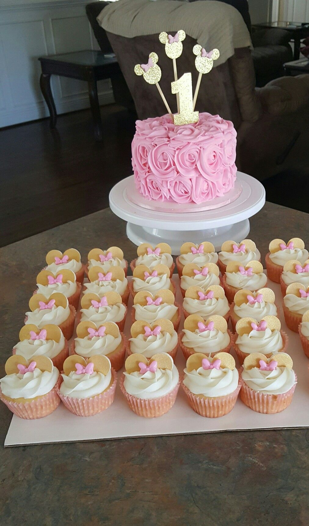 Minnie Mouse Cupcakes And Cake Pink And Gold 176 176 Cakes
