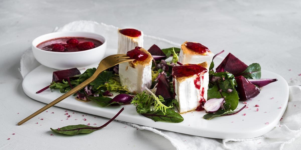 Oppskrift på tapas Grillet chevre & saltbakte rødbeter med bringebærdressing.