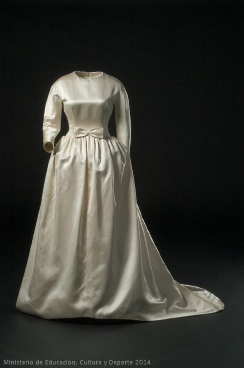 Wedding Dress Cristobal Balenciaga, 1963 Museo del Traje | especial ...