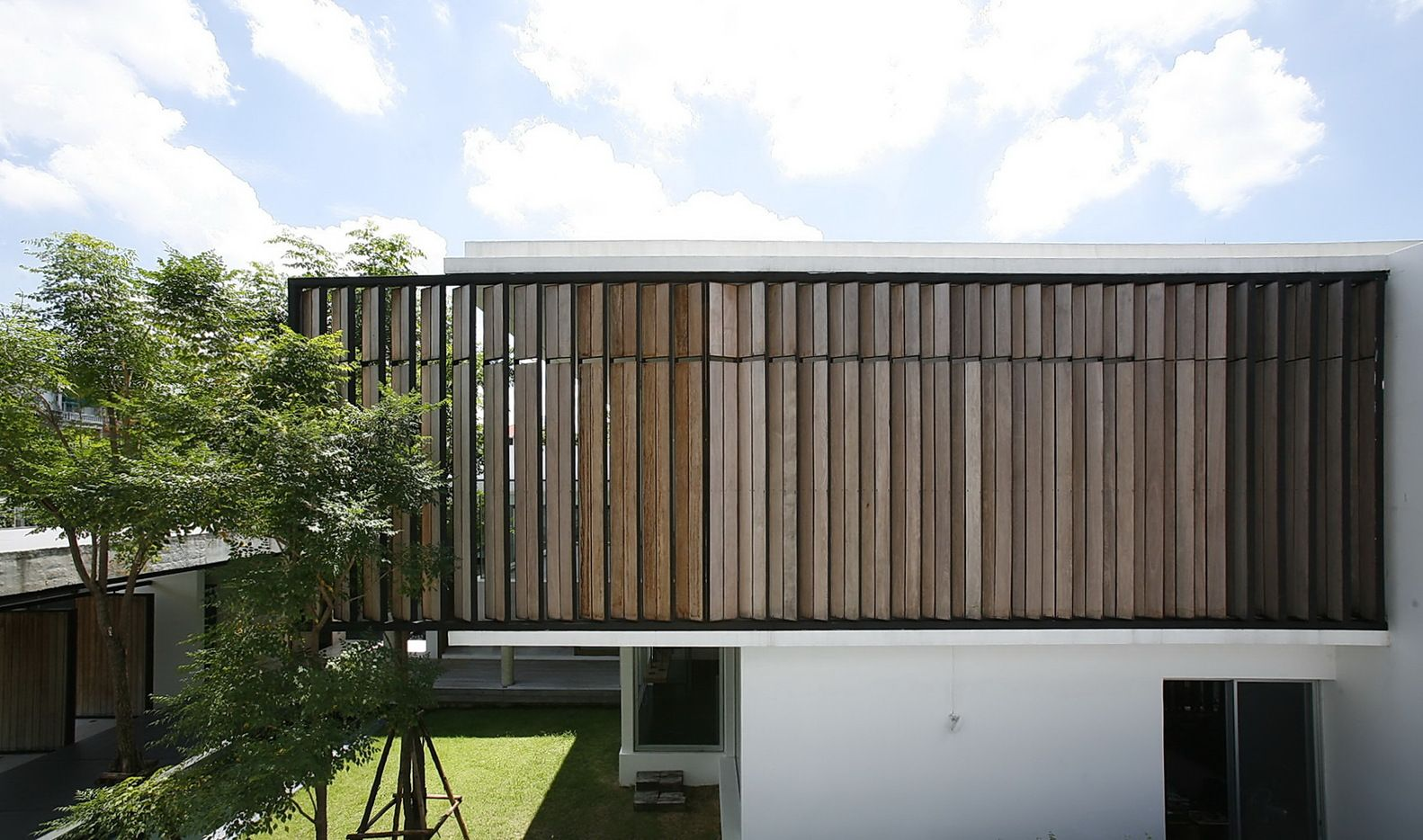 Gallery of Dindang House / Archimontage Design Fields Sophisticated - 7