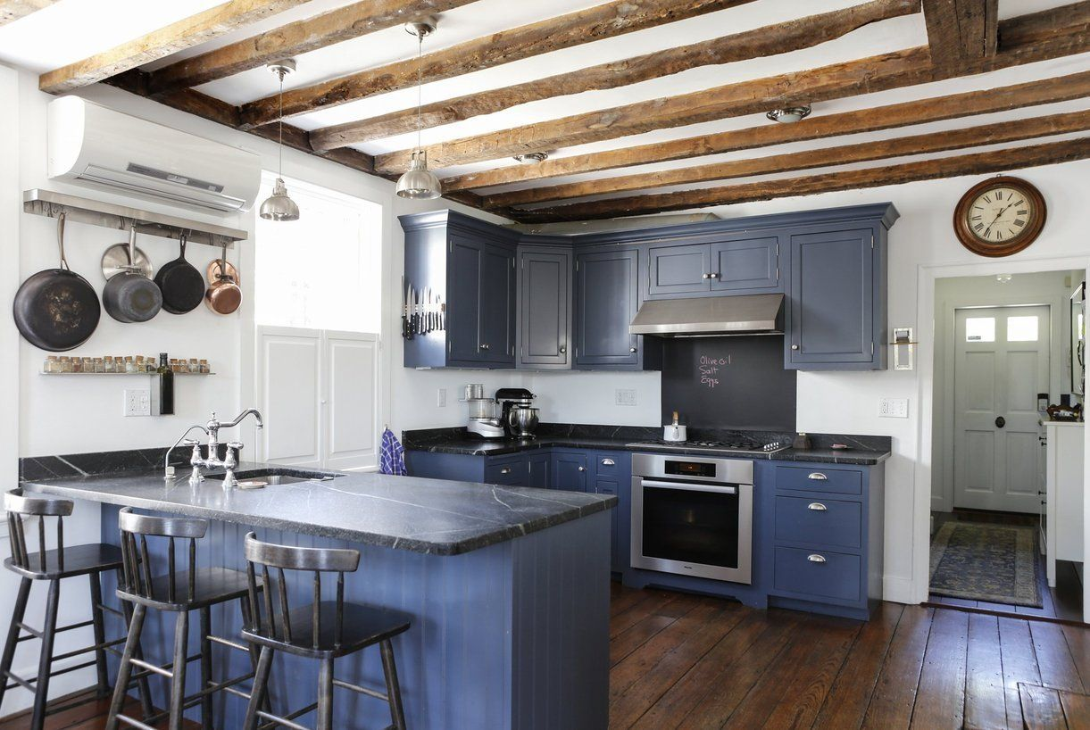 A Light Filled 1772 Colonial House In Rhode Island Cocinas Y Banos Casas Cocina Azul