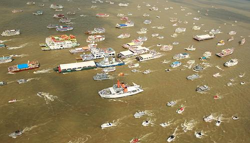 Embarcações do Círio Fluvial invadem Baía do Guajará - Pará