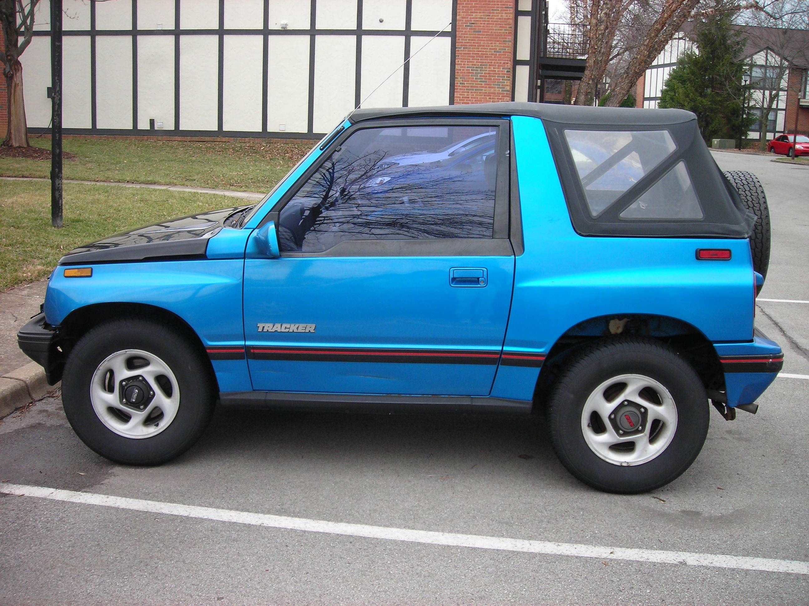 Geo Tracker One Of The Biggest Mistakes I Ever Made Mine Even Had A Pink Swoosh On The Side I Found Out The Neighborhood Kids Dream Cars Cars Trucks Pontiac