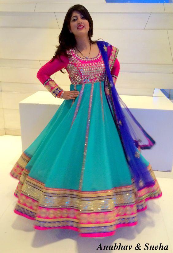 e9766eaf9 Punjabi Fashion, Indian Fashion, Chudidhar Designs, Indian Videos, Frock  Design, Punjabi