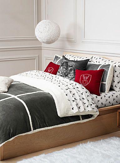exclusivit simons maison c 39 est le grand confort avec une allure chic pour d corer la chambre. Black Bedroom Furniture Sets. Home Design Ideas