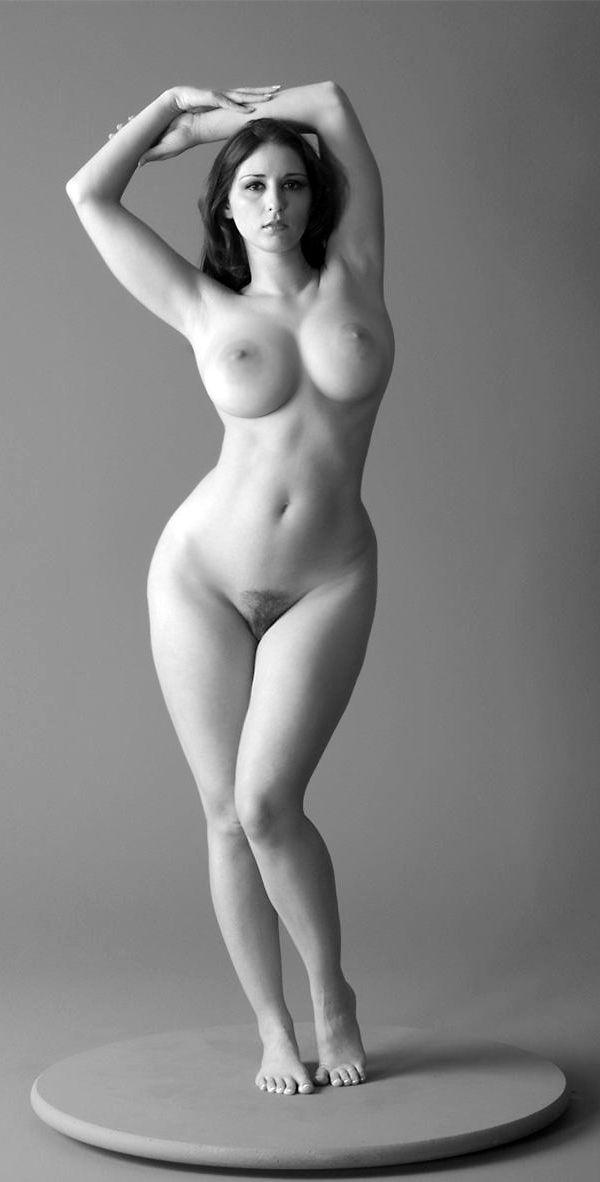 Curvy woman nude pic