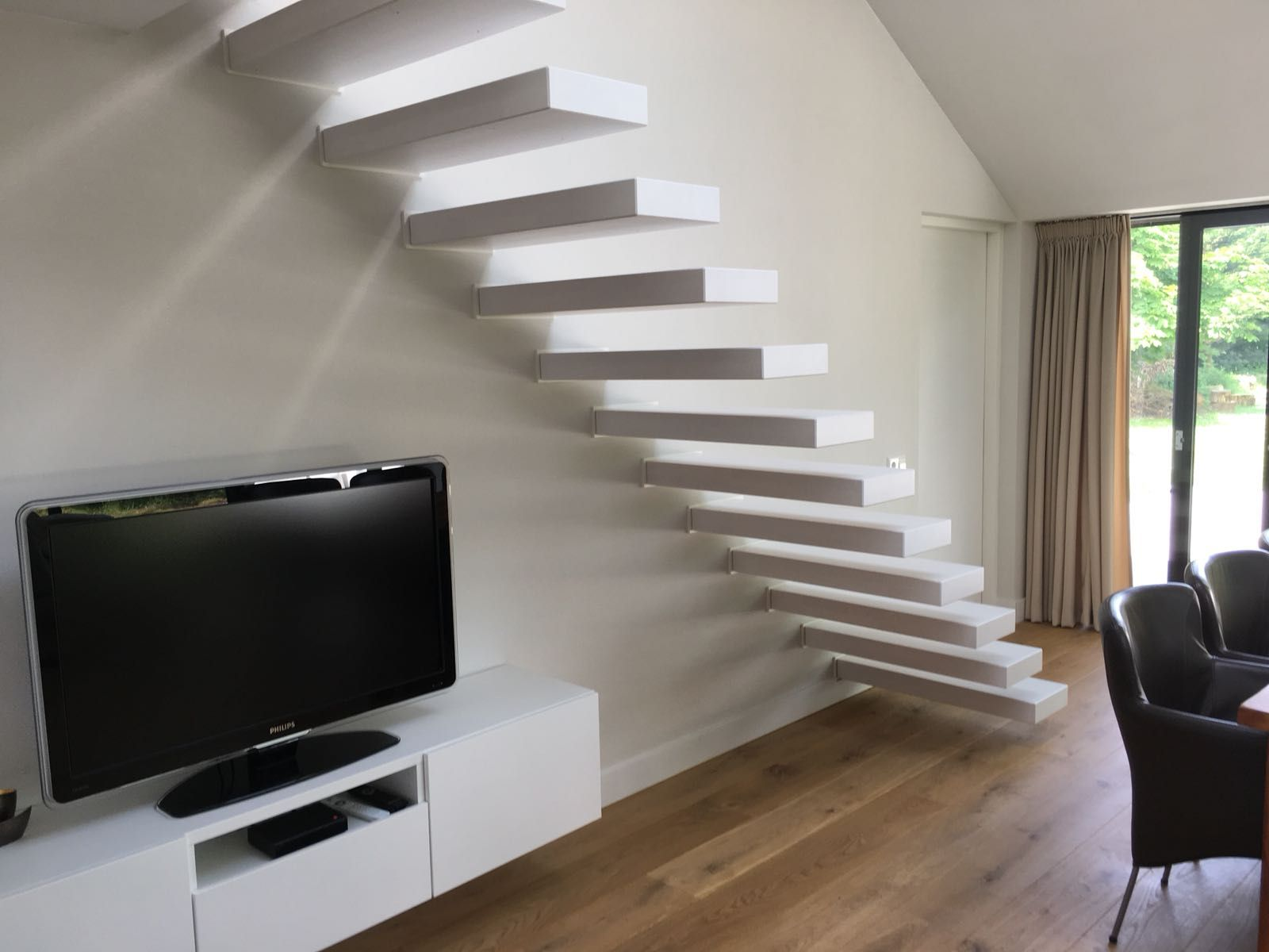 Zwevende Trap Veiligheid : Zwevende trap in wit uitgevoerd cm breed design trappen