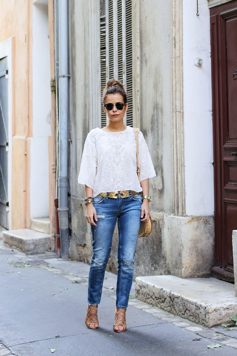white top / gold belt / jeans / nude shoes