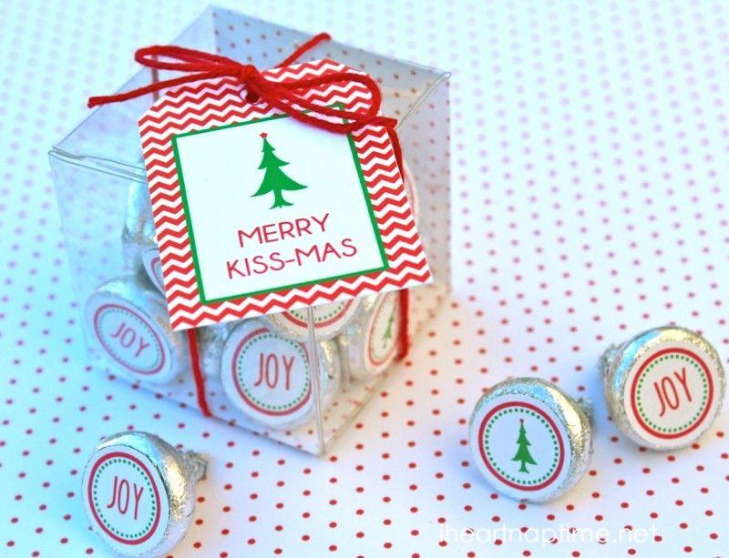 Merry Kissmas plus 12 Free Christmas Printables