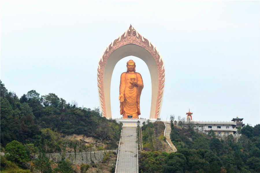 World's tallest Buddha statue in Donglin Temple, in East China's Jiangxi province. The 48-meter-tall Buddha statue in Donglin Temple is believed to be the tallest of its kind in the world. It cost 1 billion yuan ($162 million) to build and used 48 kilograms of gold for gilding. Construction ended in 2013, and the funds for the statue came from disciples and philanthropists from around the world.