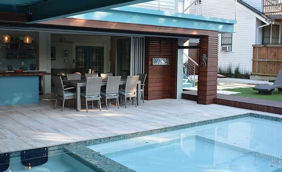 Backyard Pool And Hot Tub With Outdoor Kitchen Entertainment Area And Tv Room Homeowners Backyard Pool Outdoor Kitchen Ideas Awesome Outdoor Kitchen Decor