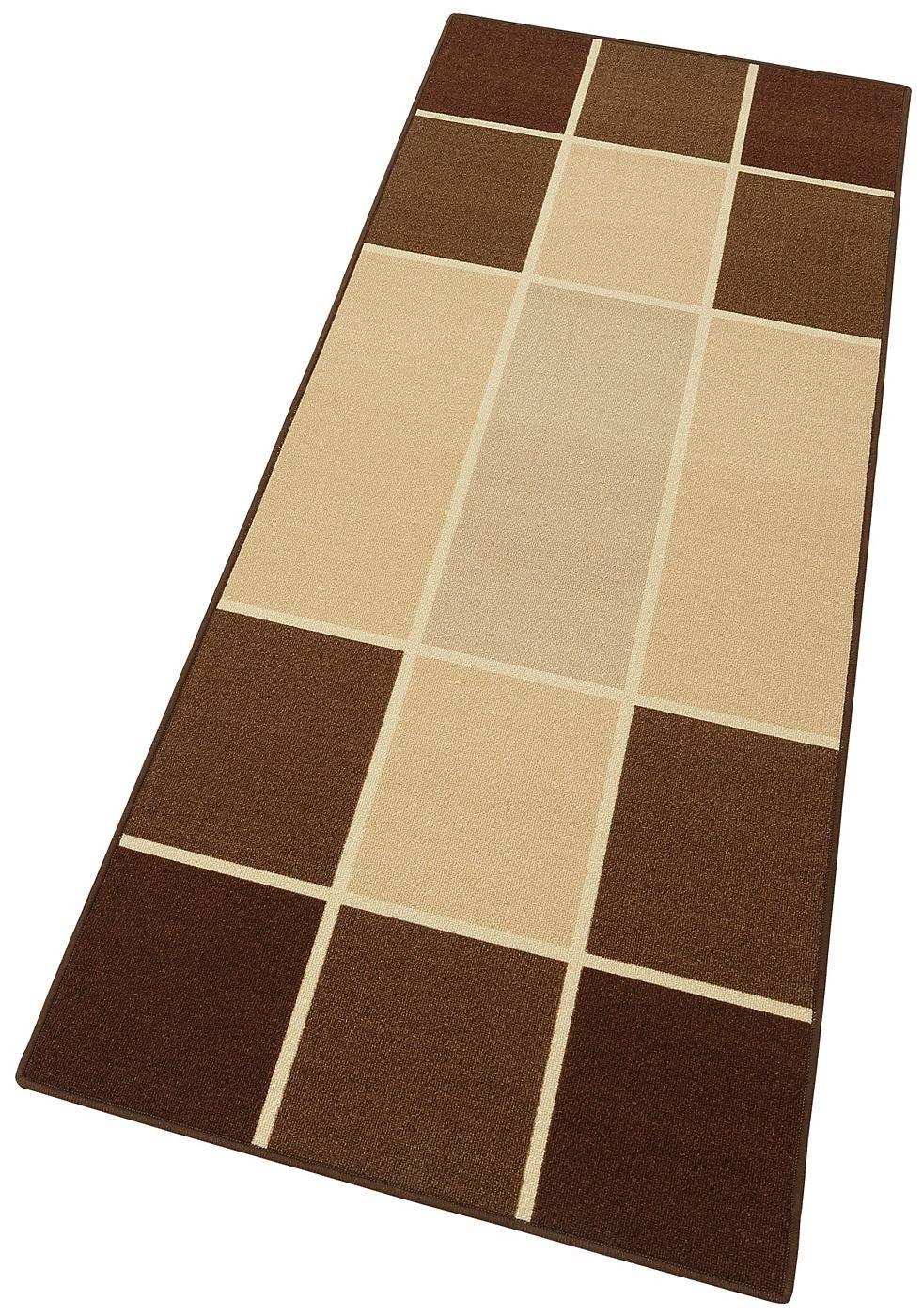 Läufer »Cedrik«. Klare Optik mit dem großflächigen Karomuster vermittelt zugleich angenehme Ruhe und Lebendigkeit. Die Farben sind harmonisch aufeinander abgestimmt. Fein herausgearbeitete Konturen runden das Design ansprechend ab. Maschinel getuftet, sehr strapazierfähig, aus 100% Polyester. Schadstoffgeprüft. Gesamthöhe ca. 6mm. Gesamtgewicht ca. 1,4kg/m².   Details:  Karo-Läufer,  Qualität: ...