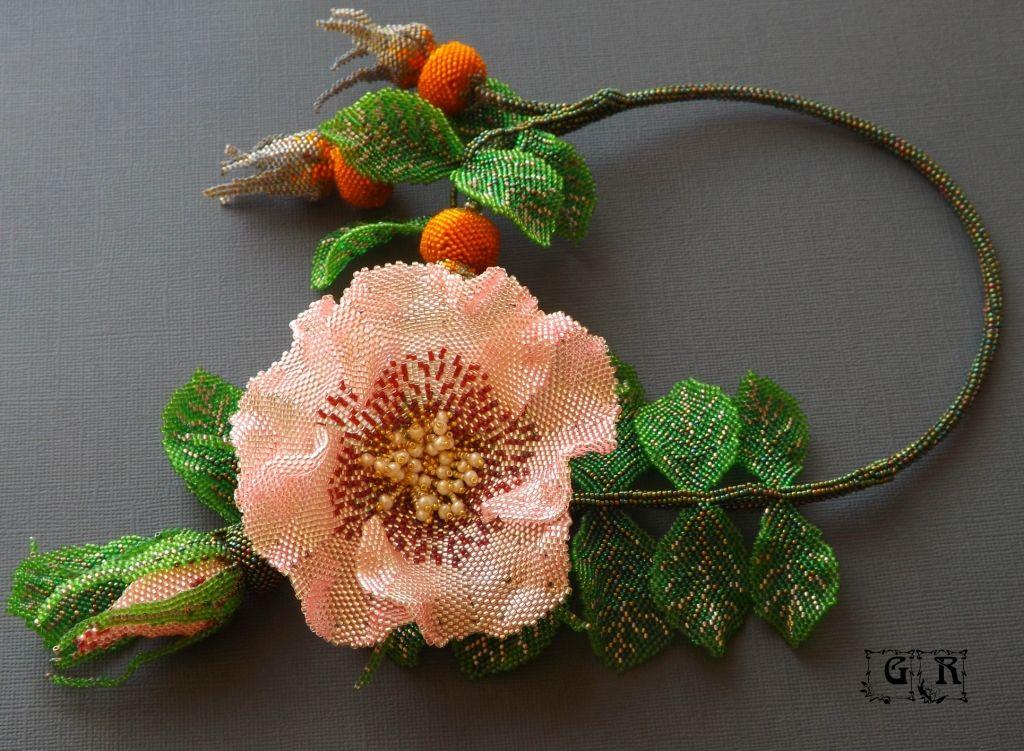 цветы из бисера фото шиповник