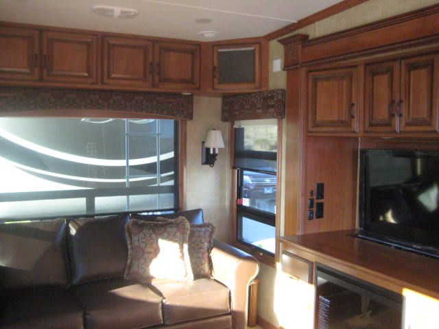 2014 36 RSSB3 Mobile Suite living room with drop down ...