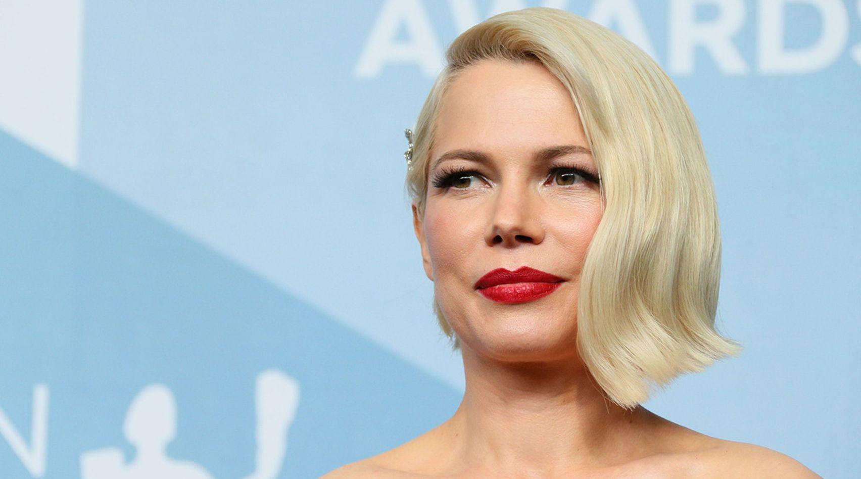 Die Perfekte Frisur Fur Den Ubergang Quikkies Sind Die Losung Wenn Du Deine Kurzen Haare Wachsen Lassen Mochtest In 2020 Kurze Haare Wachsen Lassen Haare Wachsen Lassen Haare Wachsen