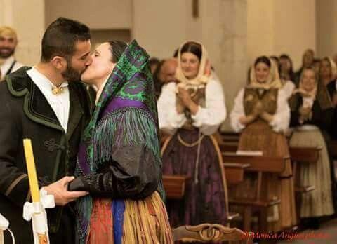 Matrimonio tradizionale sardo . Villasor.  Gli sposi