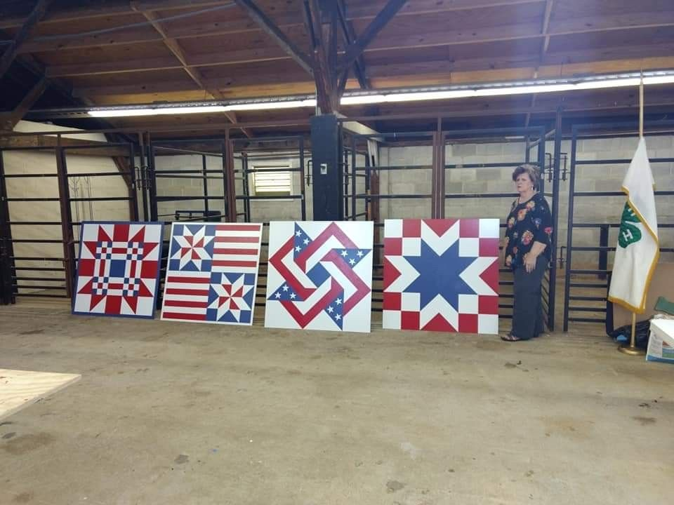 Pin by Margaret Smith on Barn Quilt Signs | Holiday quilts ...