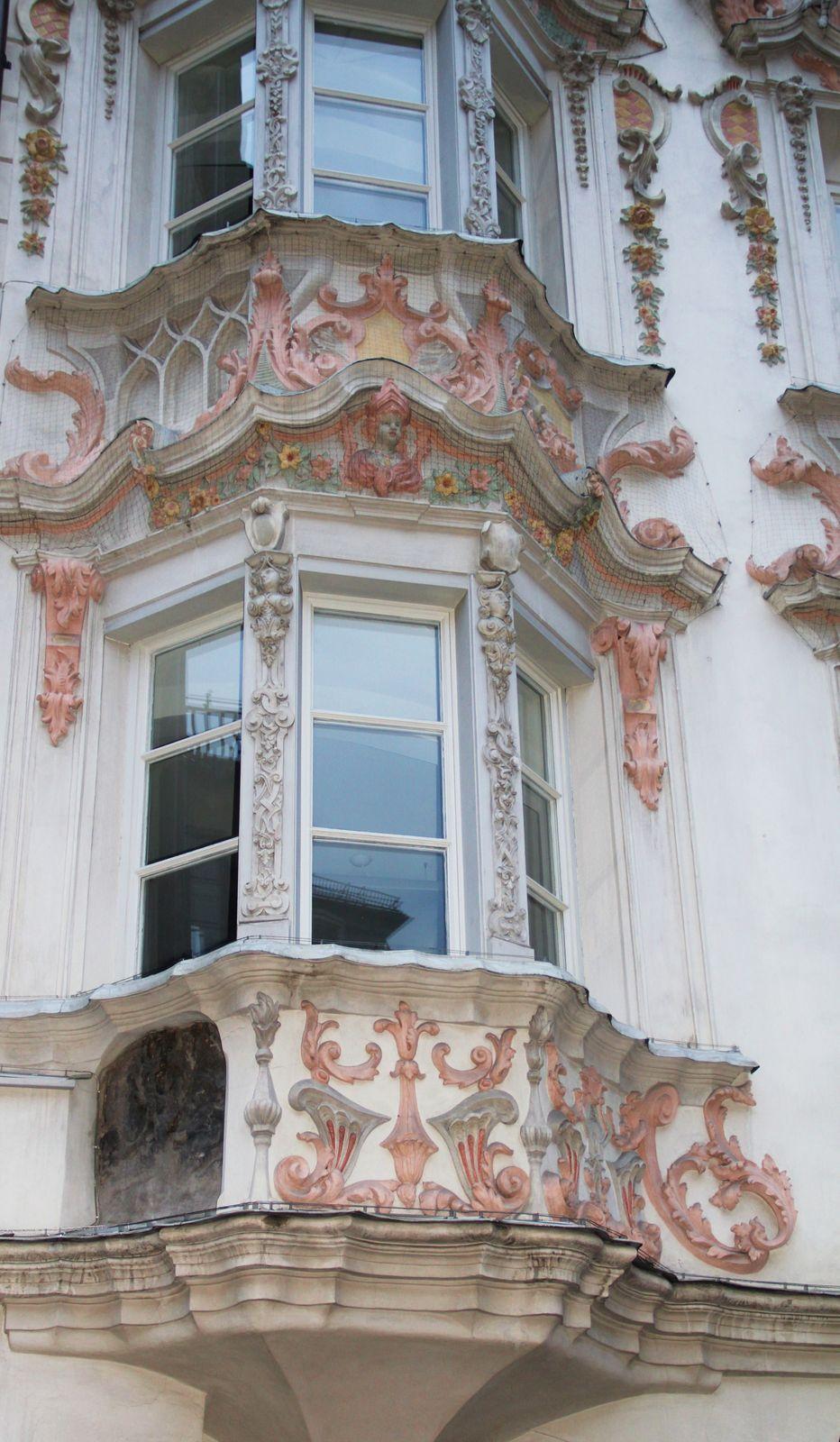 'The Helbling House' - Maison Bourgeoise du XVème siècle - Magnifique façade composée de stucs de Style Baroque - Innsbruck - Autriche vers 1730
