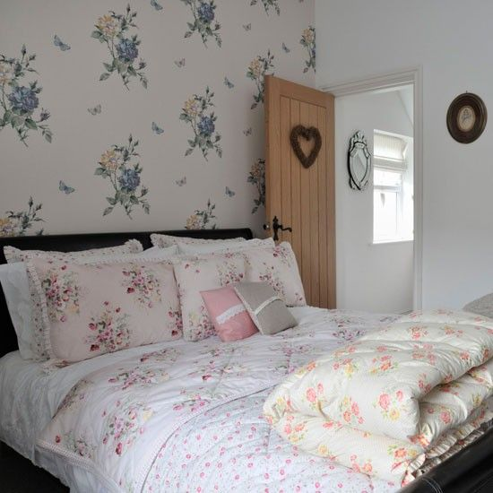 cosy bedroom ideas for a restful retreat | floral home decor