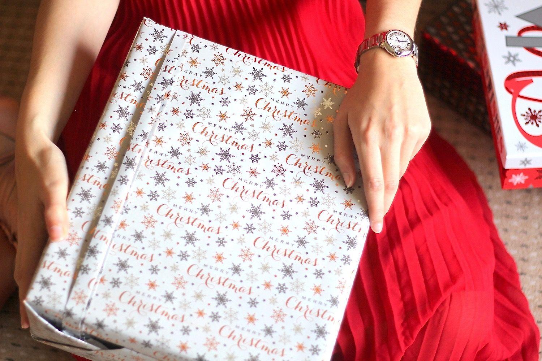Asos Beauty Cartier Christmas Christmas Outfit Christmas Party Collection Designer Fashion Grwm Luxury Midi Midi Christmas Accessories Luxury Christmas Outfit Джейсон бейтман, jason bateman, оливия манн и др. pinterest