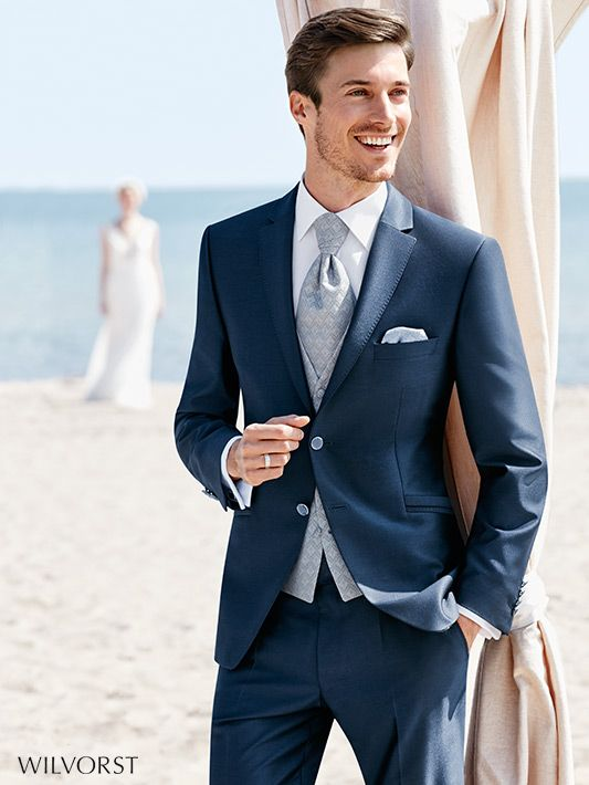 edler Anzug mit Weste in Blautönen von Wilvorst #Wilvorst #attireforwedding