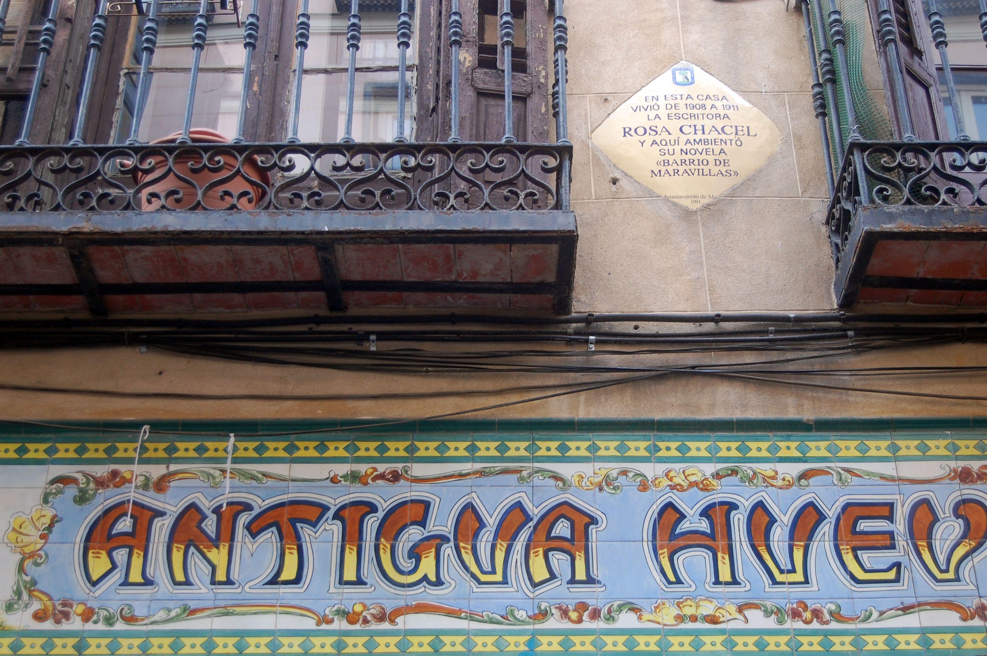 Aquí fue ambientada la novela de Rosa Chacel 'Barrio de Maravillas' (1976) y aquí vivió durante unos años de su vida.