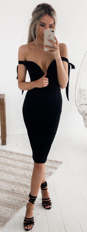 Sheath offtheshoulder backless kneelength black prom dress