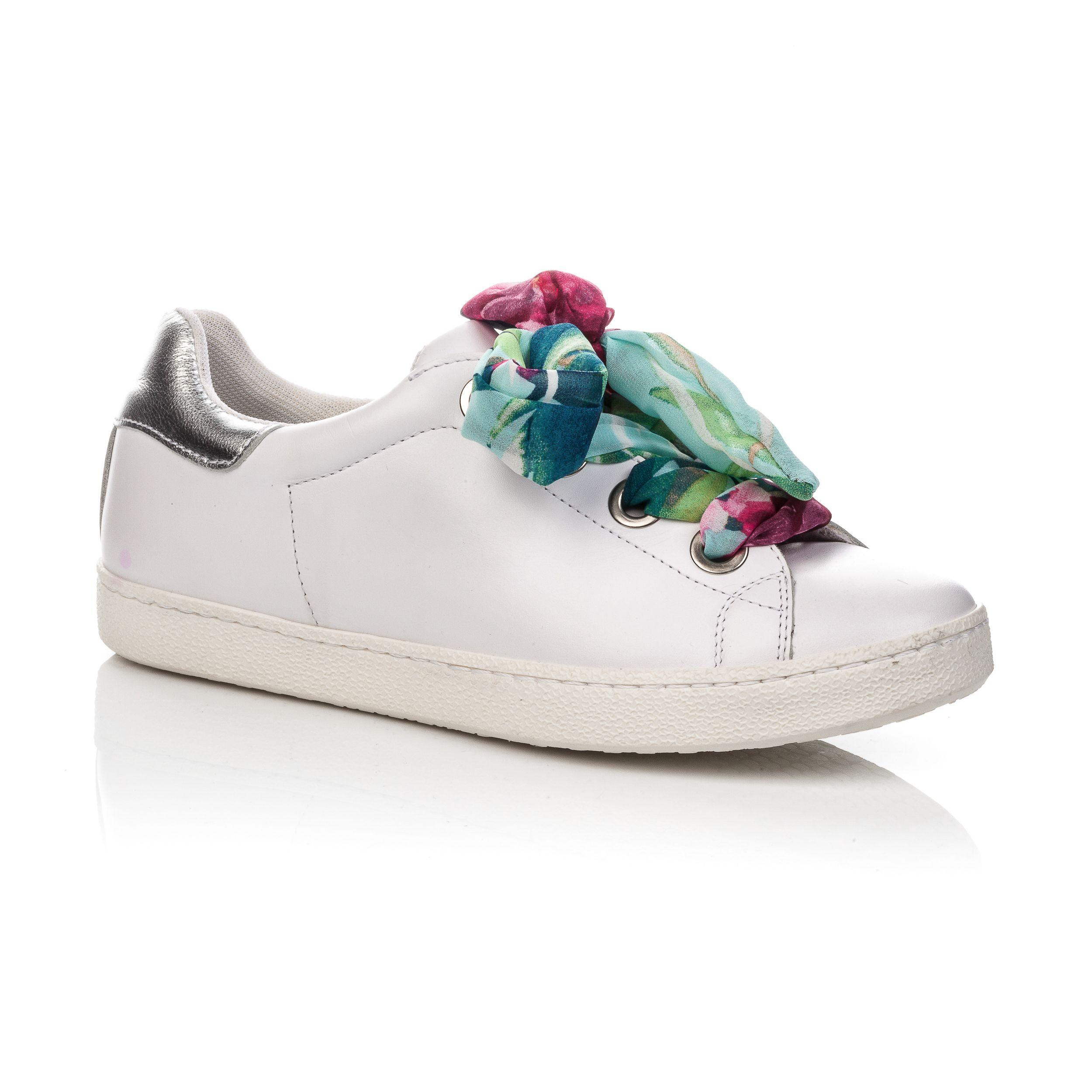 d78e3d1223d9ce Sneakers à lacets foulard. Tendance lacets en satin colorés. Collection  femme Automne Hiver 2018