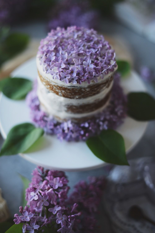 heavenly lilacs on a simple lemon olive oil cake. its the little things... #veganweddingcake #vegan #wedding #cake #edible #flowers