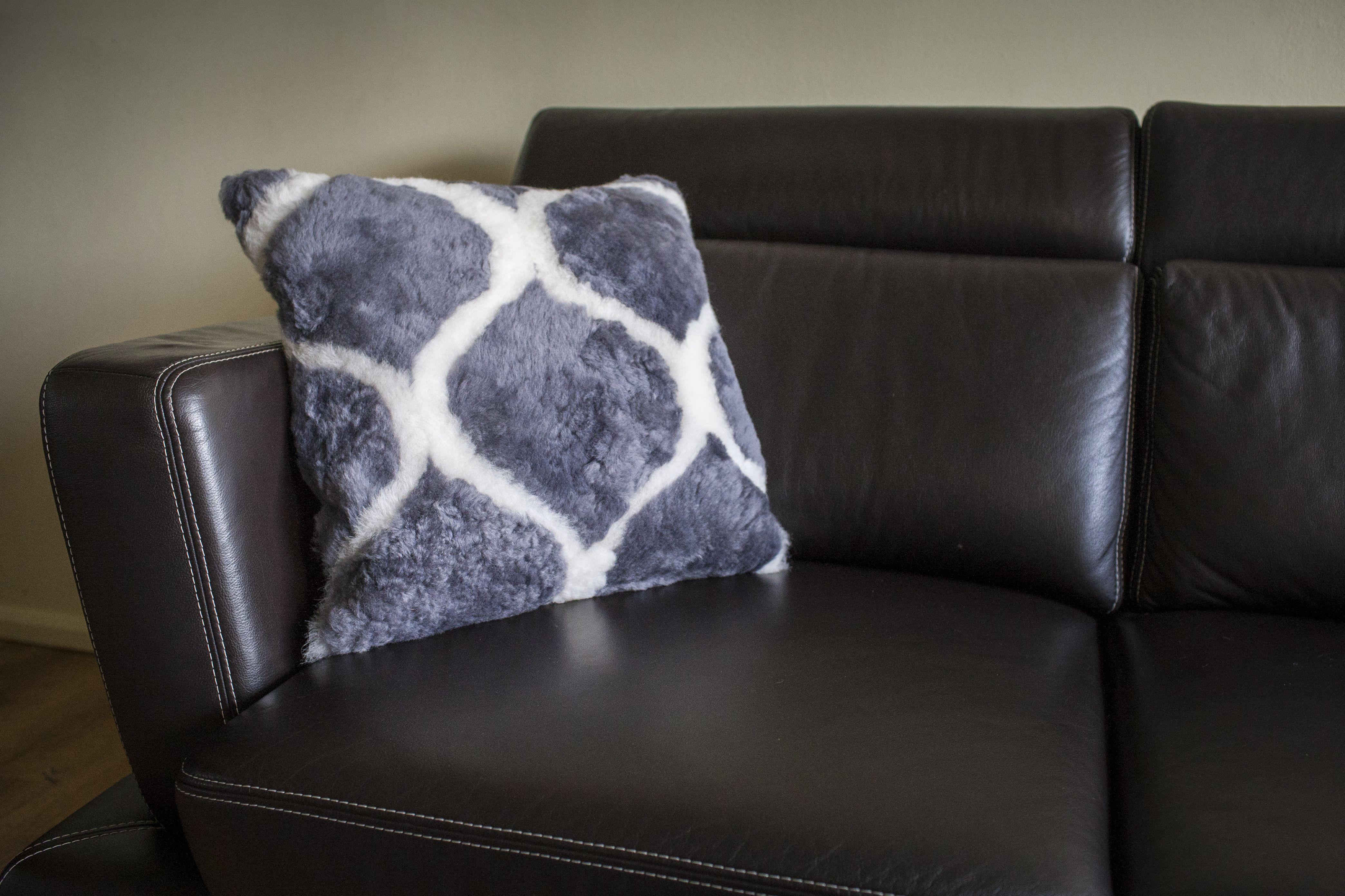 Echtes Lammfell Kissen, Sofa Kissen 50x50.Produktdetails