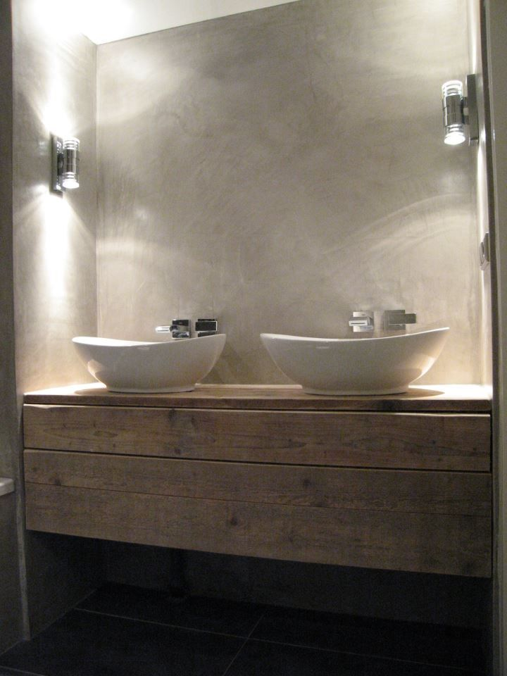 Ba o encimera de madera de aspecto envejecido lavabos de dise o con grifos empotrados en pared - Grifos de lavabo de diseno ...