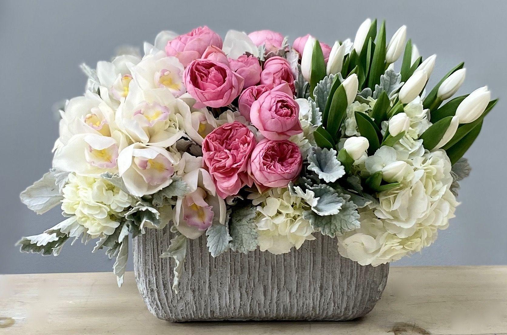 Delivery in LA!- Myglendaleflorist #flowers #gardenroses #tulips #floralarrangement #arrangement #LA #myglendaleflorist #birthday #giftiedas #specialevents