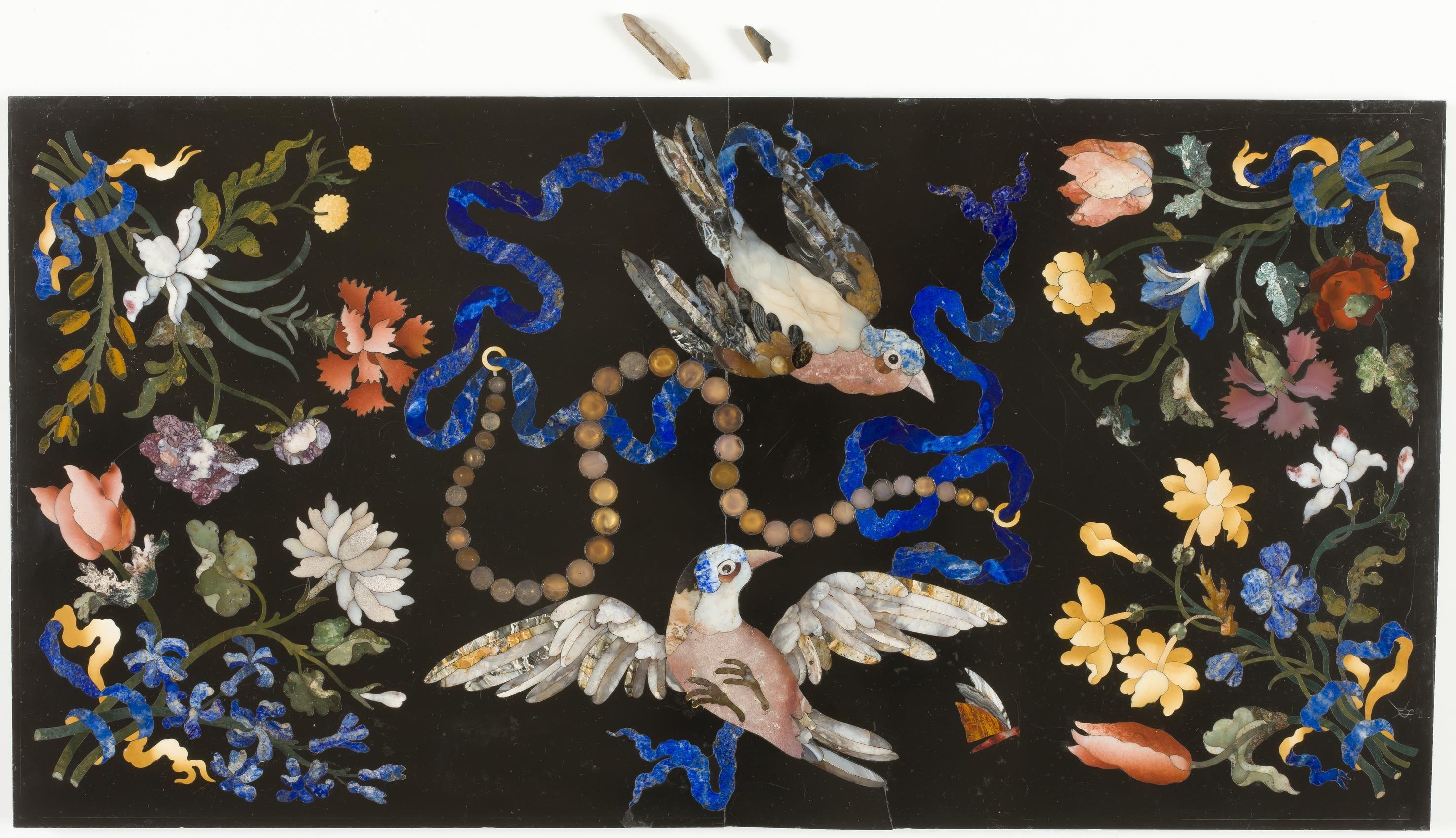 Placa con pájaros y collar de perlas, Galleria dei Lavori, Florencia, Primer tercio del siglo XVIII