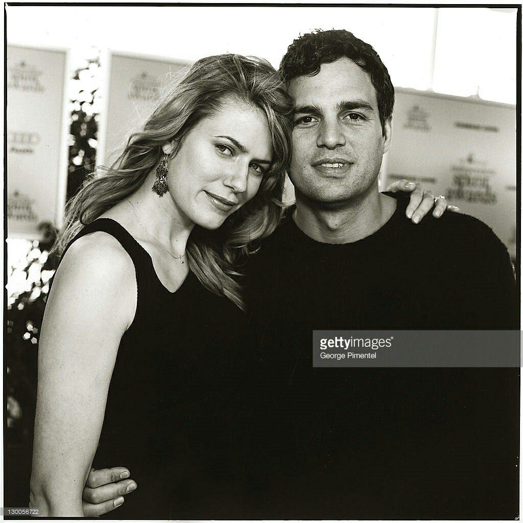 What a beautiful, beautiful couple.  It's one of my fav pictures of them together. Sunrise & Mark Ruffalo 😍💜