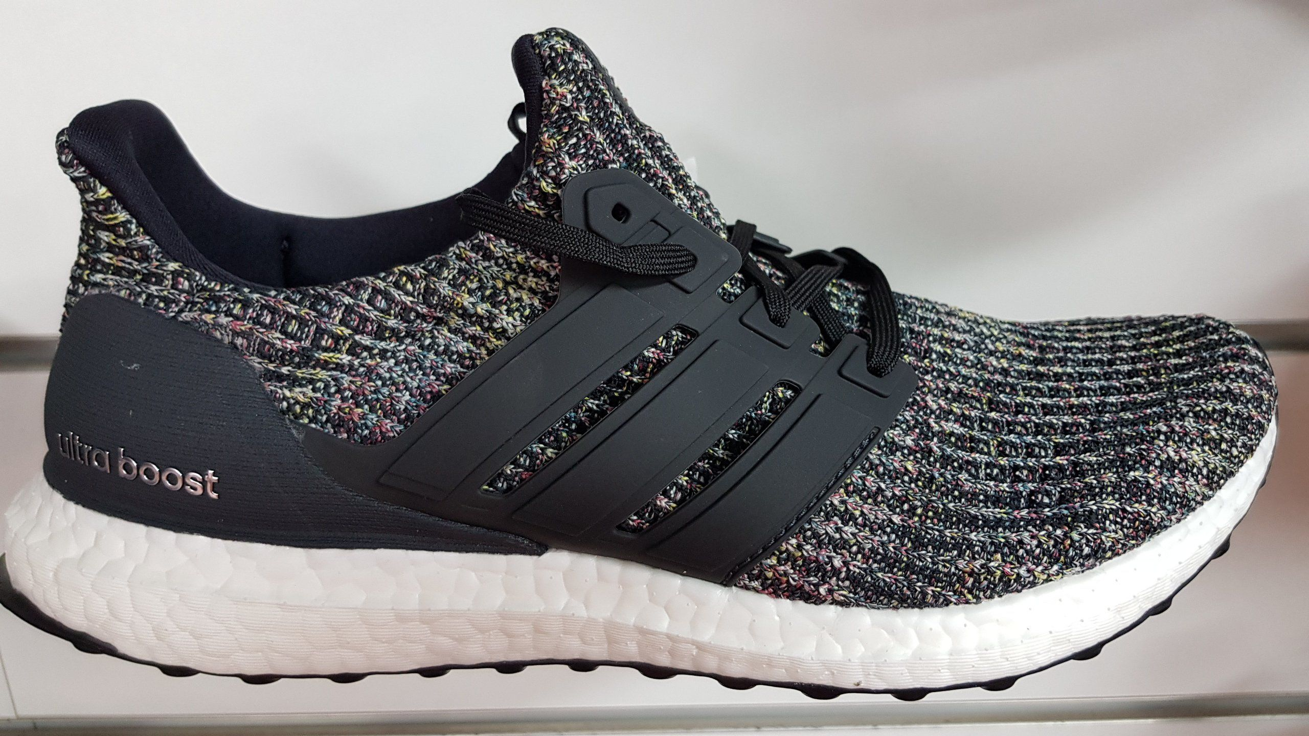 2fb1380095d58 נעל ריצה חדשה מבית אדידס CM8110 לגברים  אדידס  Ultraboost  Adidas  ארוספורט   Arosport  נעלי ספורט  ריצה  מבצעים  נעליים  נעלי ריצה