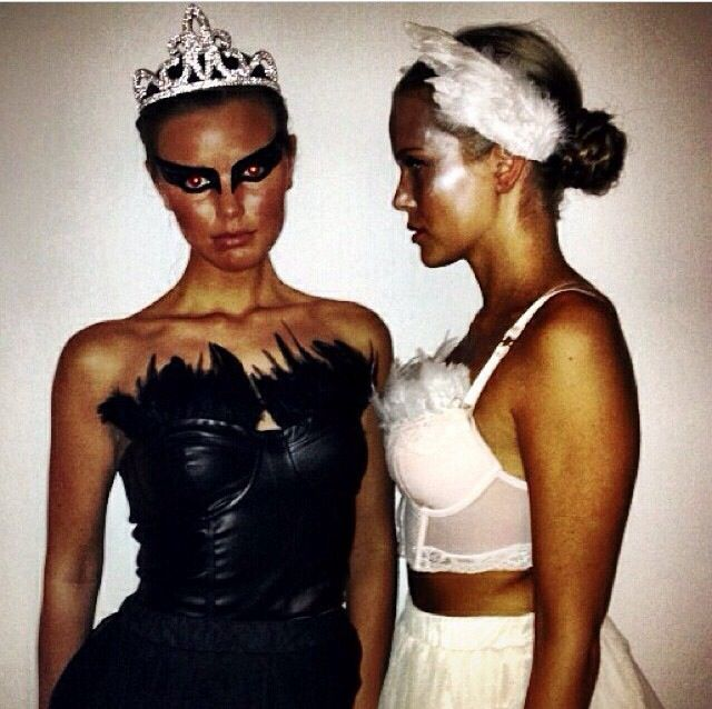 black white swan costume perfect holidaze pinterest deguisement halloween d guisements. Black Bedroom Furniture Sets. Home Design Ideas