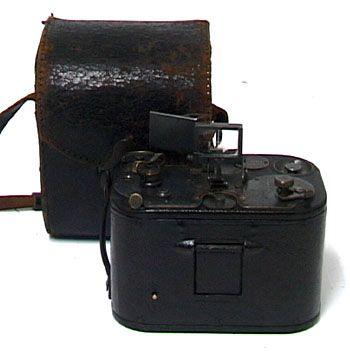 これと同じもの持ってます。100年前のKODAKのカメラね。