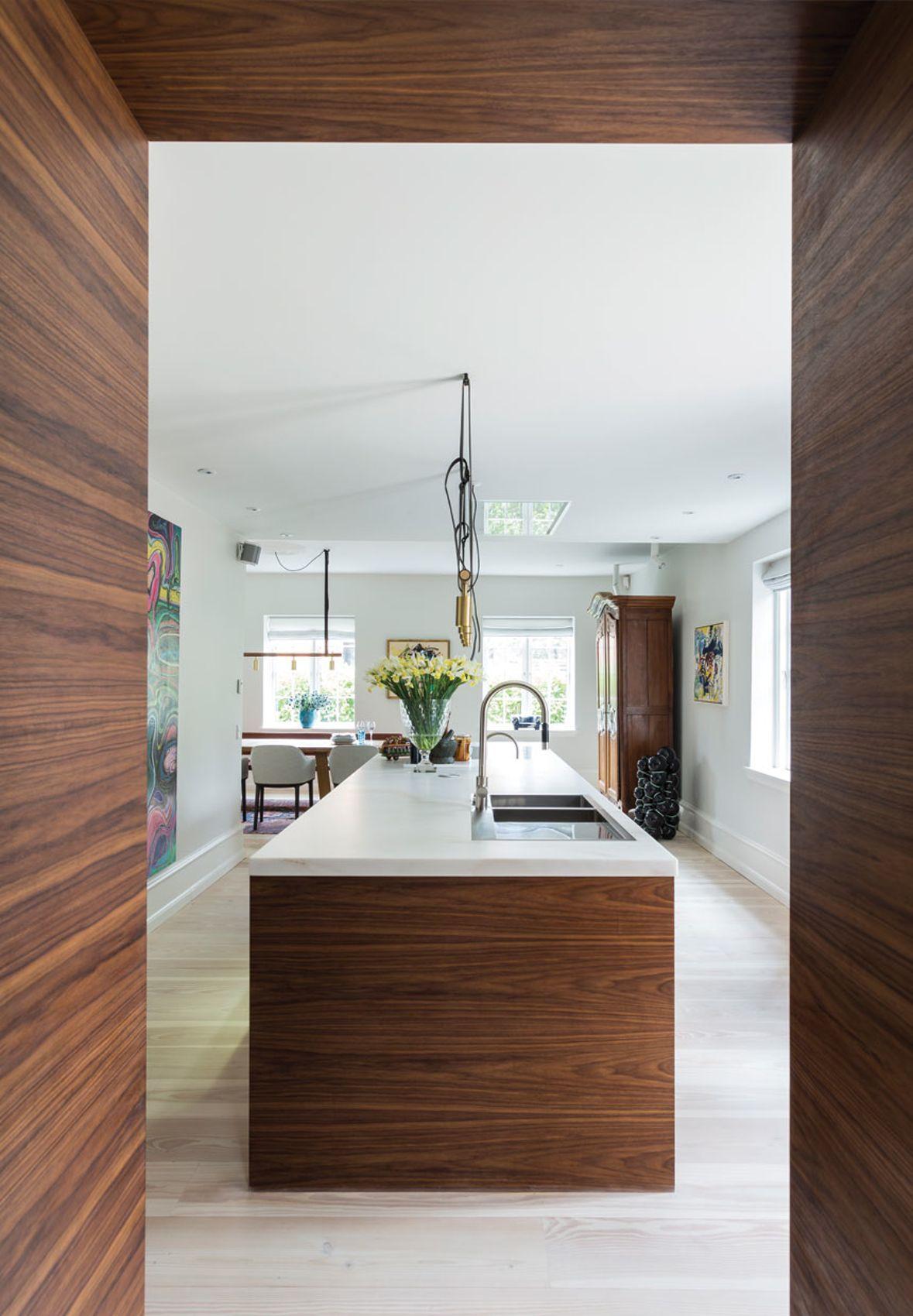 Luksuskøkken i valnøddetræ og marmor