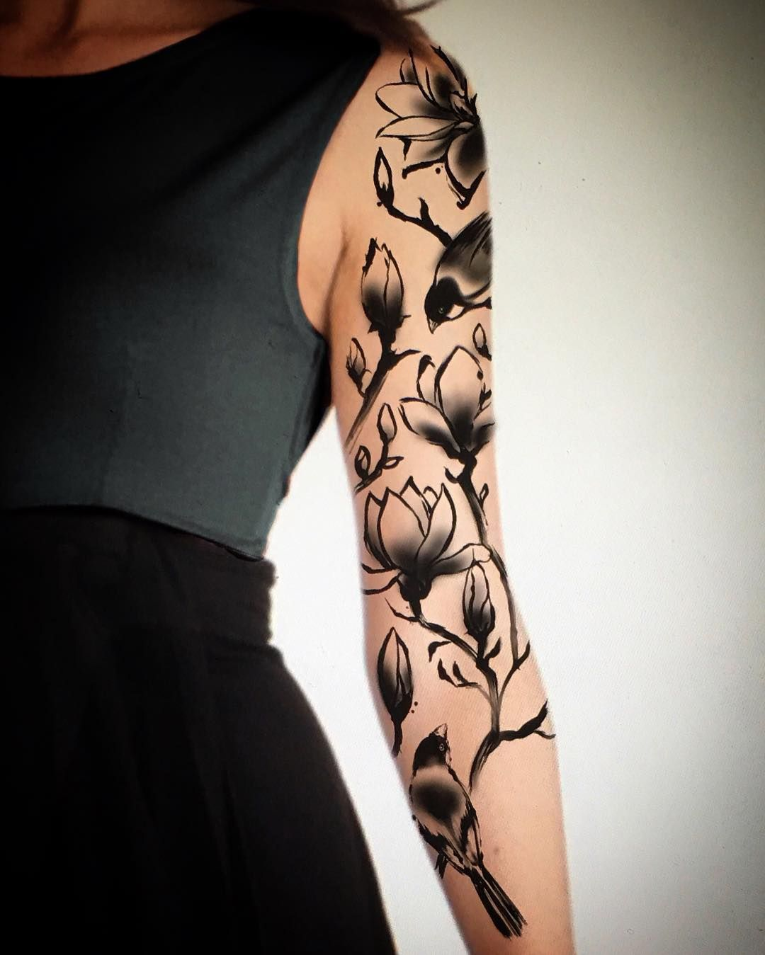 I Can T Wait To See Magnolia Flowers Bloom I D Love To Tattoo Something Like This Tattoo Tattooideas Spring Flower Magnolia Tattoo Tattoos Sleeve Tattoos