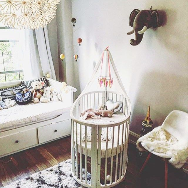 How beautiful isn't this pic of Nico Anaïs little crib? Id love to sleep in that cosy bed with my #feathermobile hanging above for some good vibes and sweet dreams! Sucha cute little space thank you so much @emelieleontine for letting me share this pic  All my mobiles can be found in my webshop, link in profile. Have a lovely sunday peeps  #kreativkaka #babymobile #stokke #kidsinterior #babycrib #sweetdreams #littleheartstockholm #babyroom #babynursery #babydecor #thewayweplayinspiration
