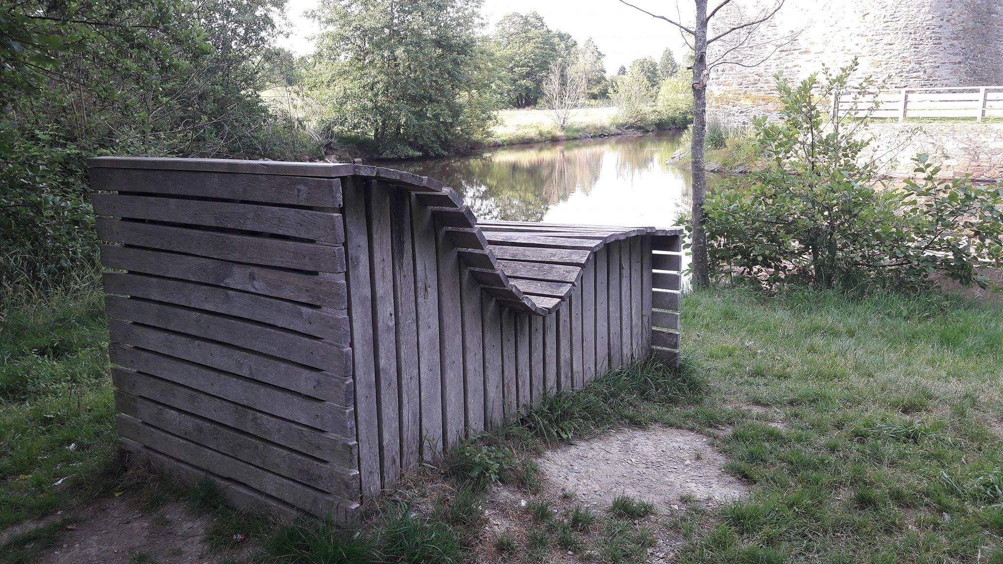 Gartenbank Aus Holz Als Liegebank An Der Burgruine Baldenau Hunsruck Gartenbank Holz Garten Feuerstelle Garten