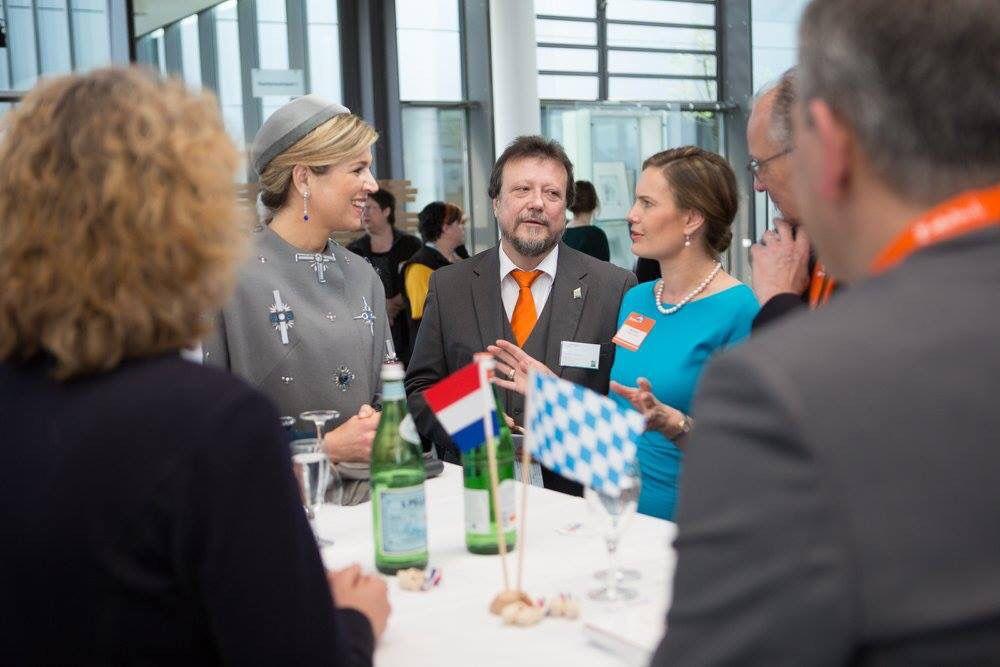 Zijne Majesteit Koning Willem-Alexander en Hare Majesteit Koningin Máxima brengen woensdag 13 en donderdag 14 april 2016 een werkbezoek aan de Duitse deelstaat Beieren. Doel van het werkbezoek is de brede onderlinge relaties tussen Nederland en Beieren te versterken.
