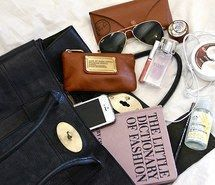 Òmòté  Rò Dhé: 10 things you would find in my handbag