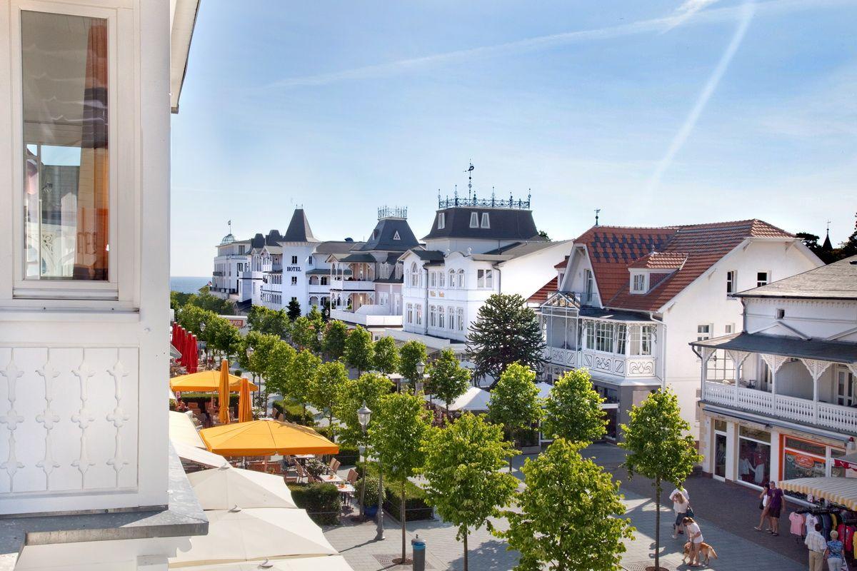 Binzer Hauptstraße mit Blick zur Ostsee (mit Bildern